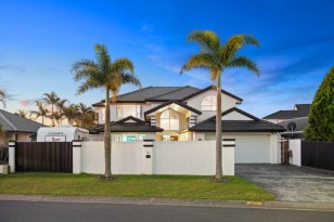 4 GRAND CANAL WAY ,  RUNAWAY BAY, QLD