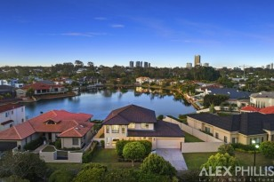 62 THE BOULEVARD, SURFERS WATERS ESTATE ,  SOUTHPORT, QLD
