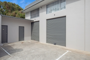 BARGAIN WAREHOUSE/OFFICE IN CENTRAL ARUNDEL!