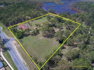ZONED MEDIUM DENSITY! OH SO CLOSE TO THE NEW COOMERA WESTFIELD!