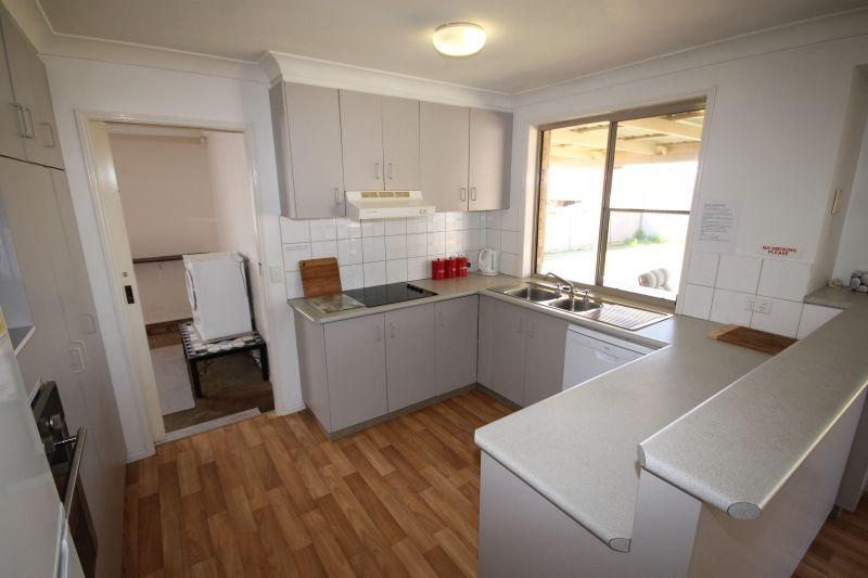 SHORT STAY.TOOWOOMBA. 4 BEDROOMS. 2 BATHROOMS