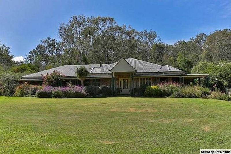GRANDEUR ON 40 ACRES - 12 mins to Toowoomba or Highfields