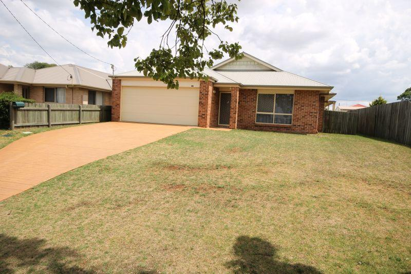 SHORT STAY.TOOWOOMBA. COMFORTABLE HOME. SECURE YARD