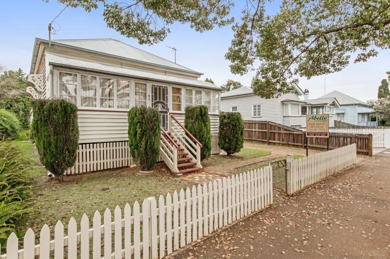 EAST TOOWOOMBA. ABELLE COTTAGE. AUCTION 8 OCTOBER 11 AM