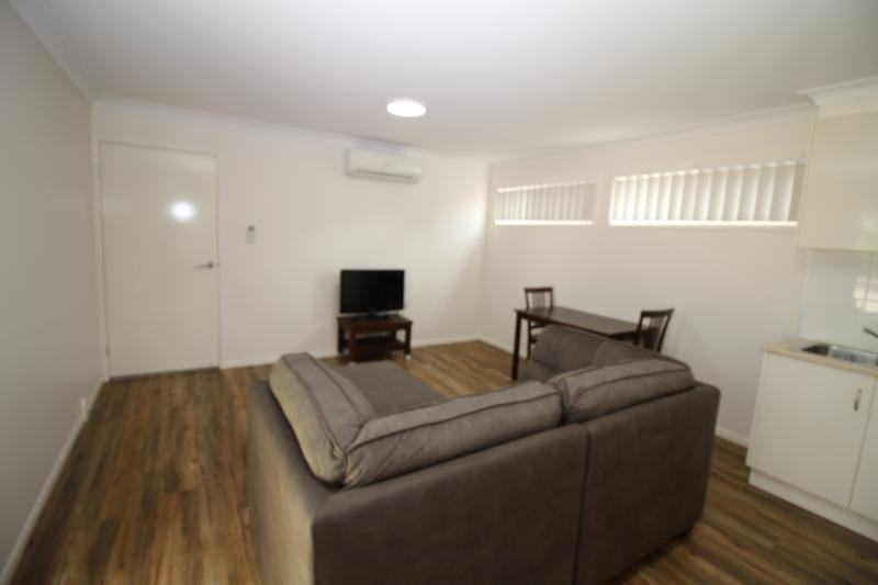 SHORT STAY UNIT. FULLY FURNISHED.