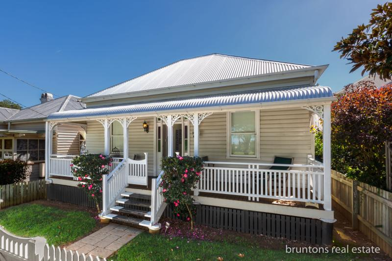 25 GODSALL STREET EAST TOOWOOMBA. AUCTION 12 MAY