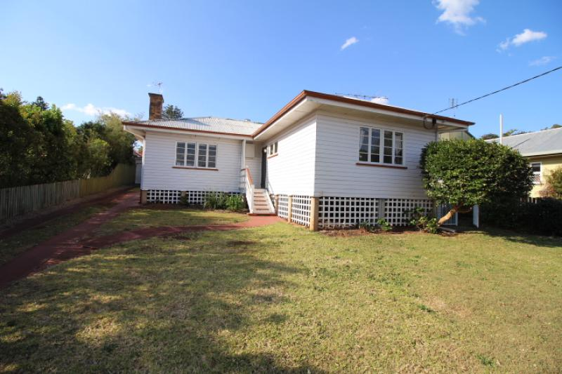 TOOWOOMBA. FURNISHED HOME. SHORT OR LONG TERM