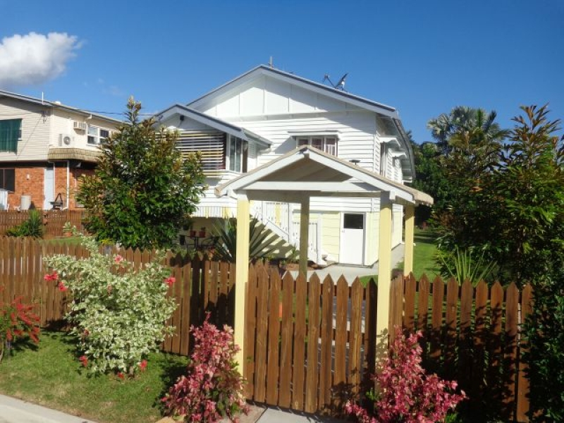 Neat & Tidy Queenslander Close to CBD