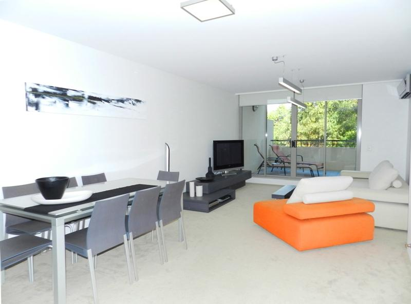 IMPECCABLY PRESENTED, A/C GROUND FLOOR UNIT WITH LARGE ENTERTAINING TERRACE!