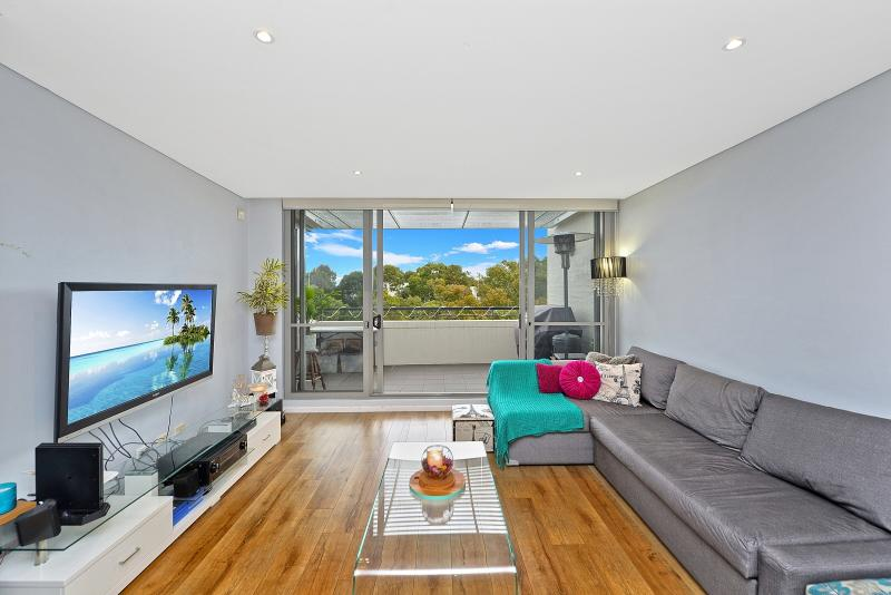 OUTSTANDING AIR CONDITIONED TOP FLOOR UNIT, TIMBER FLOORS THROUGHOUT, LOVELY VIEWS OVER SYDNEY OLYMPIC PARK!