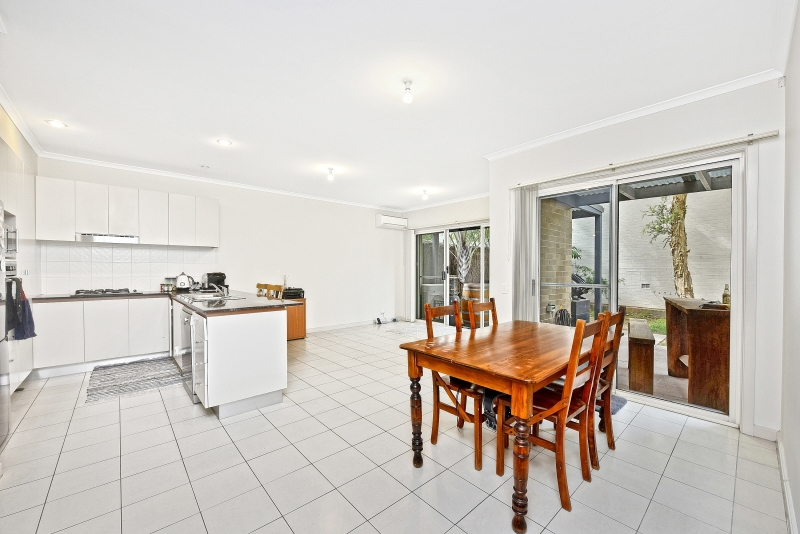 CONTEMPORARY 2 STOREY AIR CONDITIONED FAMILY HOME IN EXCEPTIONAL LOCATION!