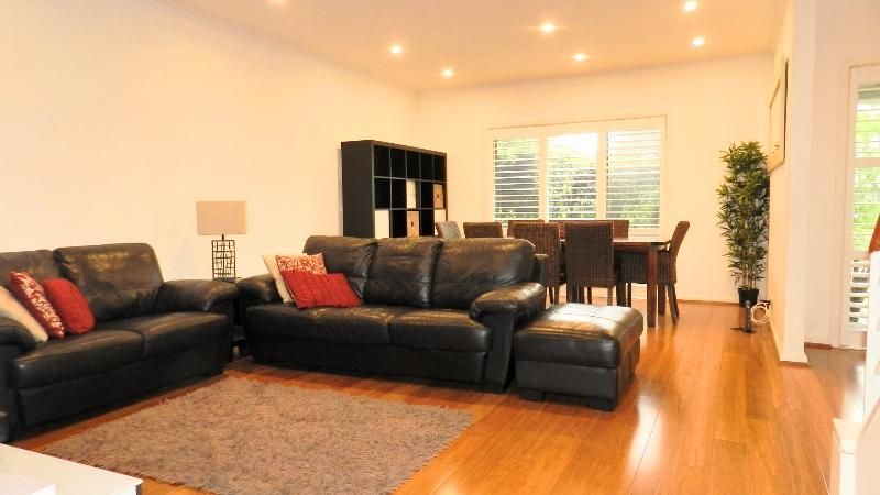 STYLISH 2 STOREY HOME WITH A/C AND LOVELY TIMBER FLOORS!