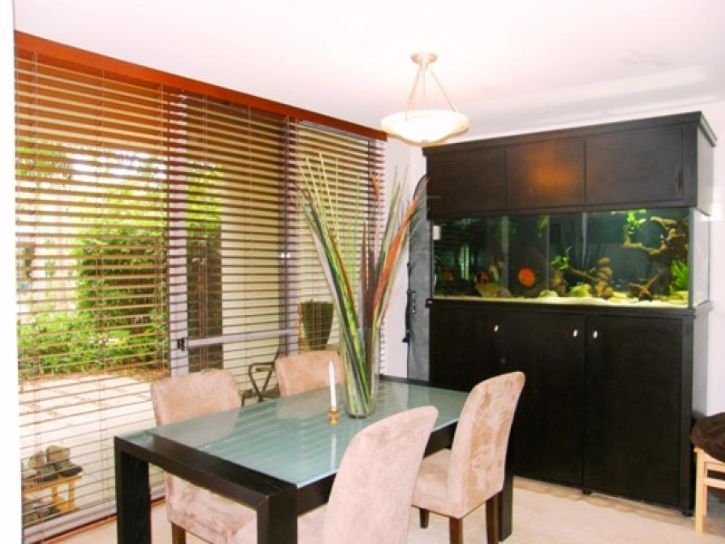STYLISH GARDEN UNIT WITH LOVELY OUTDOOR AREA'S!