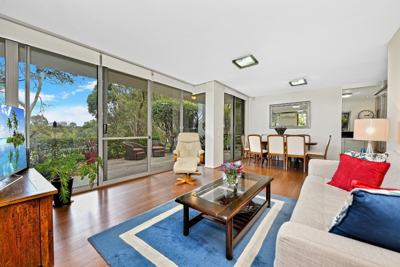 SPECTACULAR GARDEN UNIT IN PRIVATE SERENE LEAFY SETTING WITH AMPLE OUTDOOR SPACE!