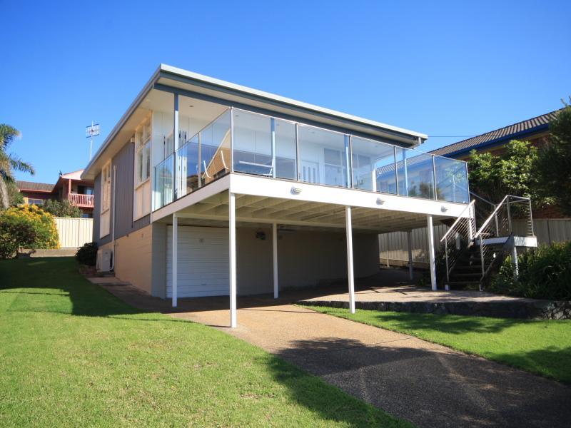 THE IDEAL BEACH HOUSE........