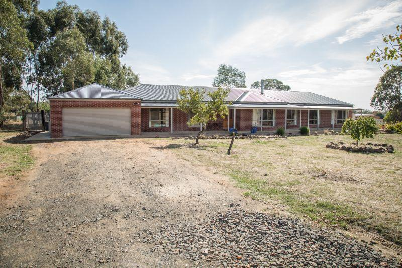 Family Entertainer on approx. 3.4 acres with vineyard