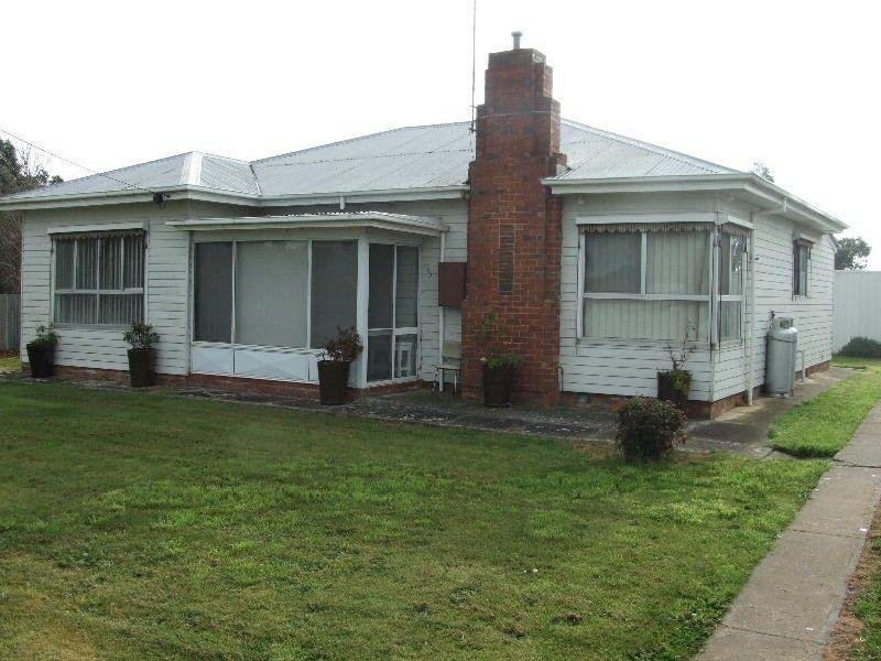 Family Home in country Clunes