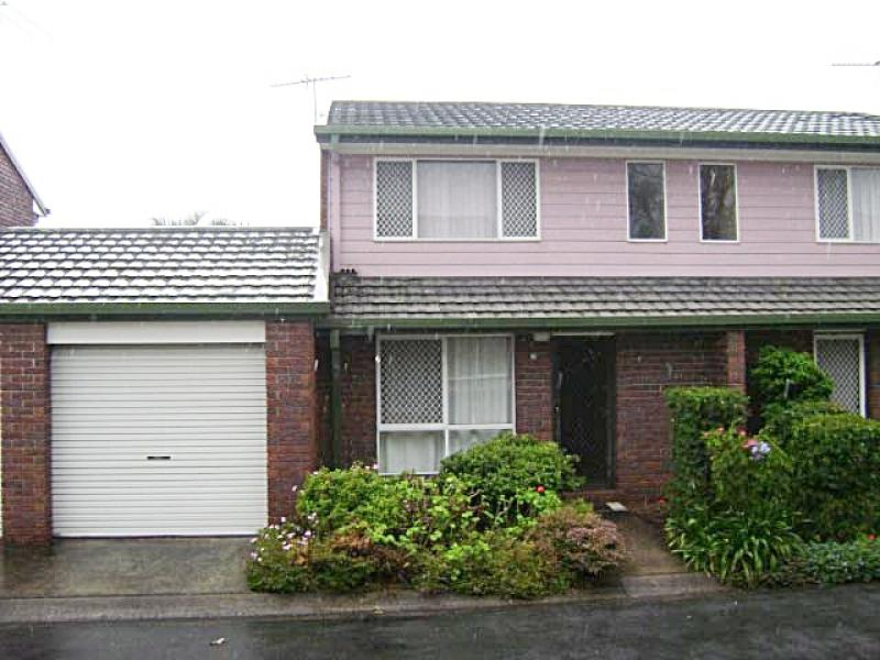 CAPALABA CENTRAL - TOWNHOUSE