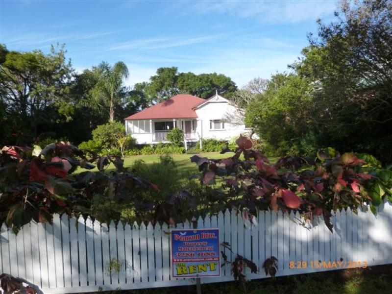 CLEVELAND QUEENSLAND HOME WITH LOADS OF CHARM