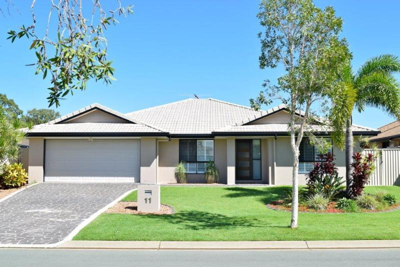 THORNLANDS - SOUGHT AFTER LOCATION - FAMILY ENTERTAINER