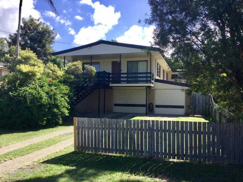 LARGE FAMILY HOME - HANDY LOCATION