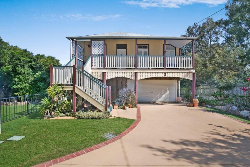 VENDORS BOUGHT ELSEWHERE AND WILL ACCEPT ALL OFFERS -,CHARMING QUEENSLANDER
