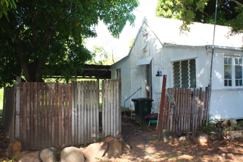 Cottage close to town - PRICE DROPPED