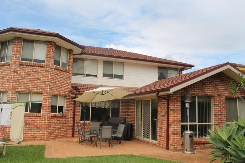 LARGE FAMILY HOME IN PRIME HINCHINBROOK POSITION