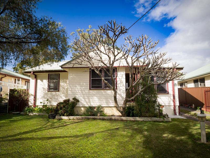 31 Catherine Street Mannering Park Nsw
