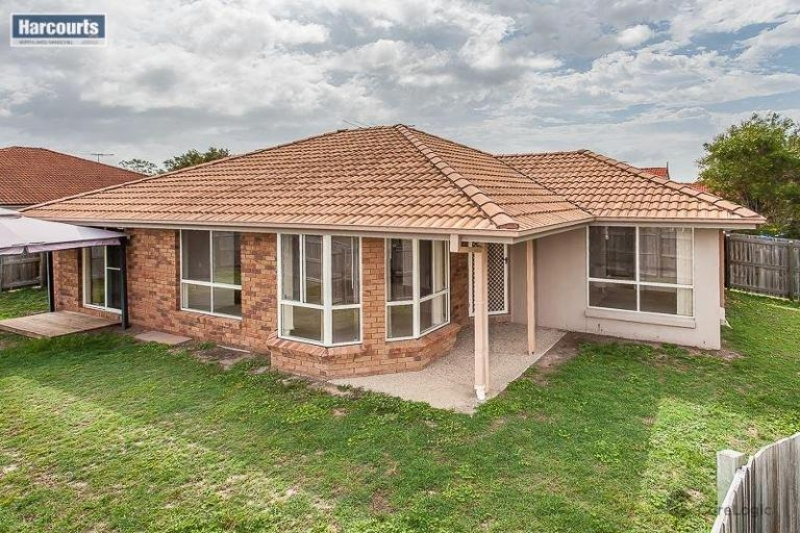 GREAT FOR FAMILIES OR AN IDEAL INVESTMENT - ONLY 30 MINS TO BRISBANE AIRPORT & BRISBANE CBD