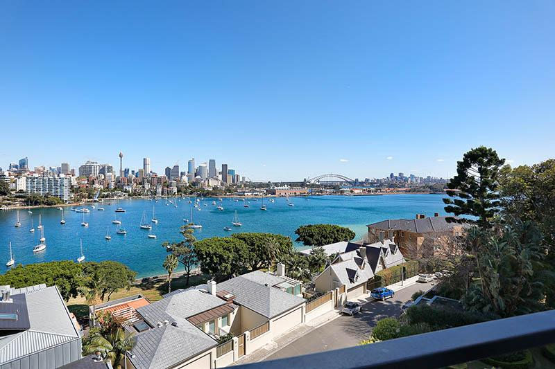 Stylish Executive Apartment with Exceptional City and Harbour Views
