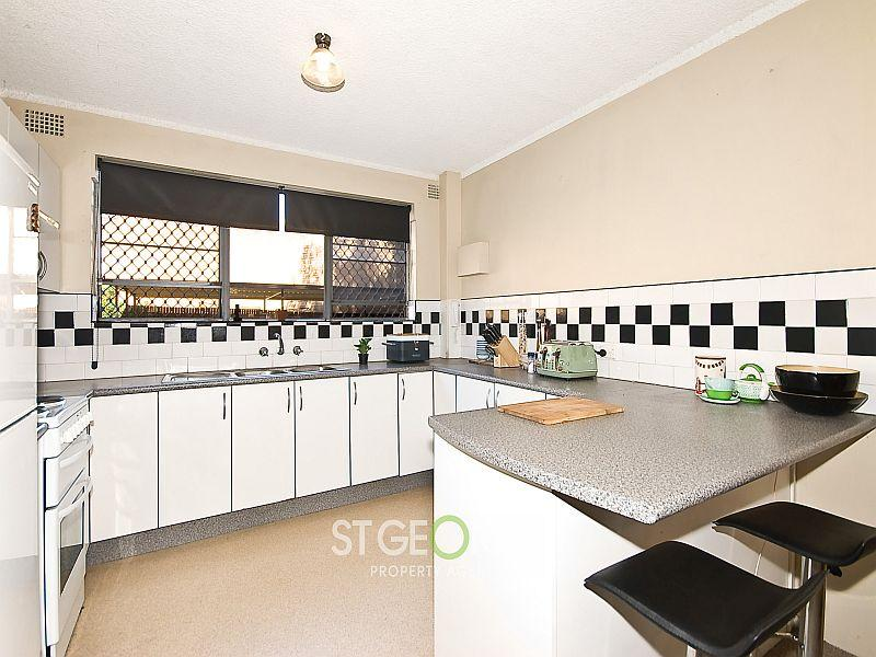 Spacious Apartment Opposite Park