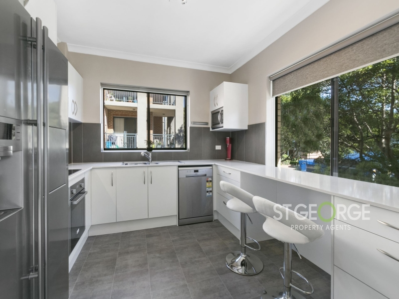 Spacious Interiors (121 sqm) in a Sought After Locale