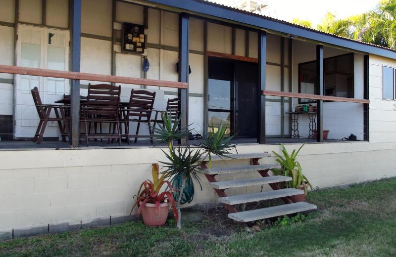 TRADITIONAL QUEENSLANDER ZONED FOR UNITS