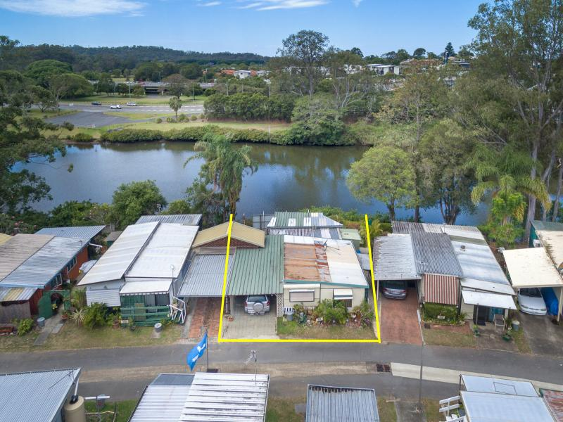 Live a relaxed life on the Nerang River