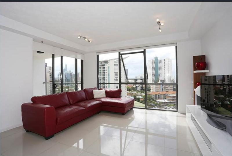 OCEAN VIEWS FROM THE HEART OF SURFERS PARADISE!!