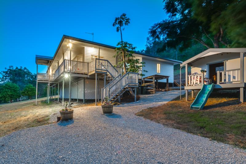 RENOVATED QUEENSLANDER IN TRANQUIL ENVIRONMENT