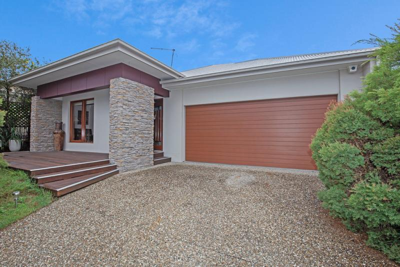 BEAUTIFULLY MAINTAINED FAMILY HOME IN BLUE CHIP POCKET OF WATERFORD!