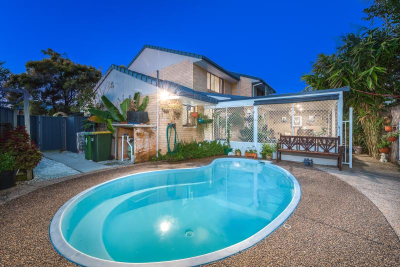 TOWNHOUSE WITH ITS VERY OWN PRIVATE POOL & BRAND NEW ENTERTAINMENT AREA