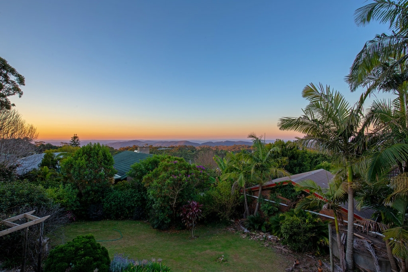 CHARMING HINTERLAND HOME WITH BREATHTAKING VIEWS FROM EVERY ANGLE