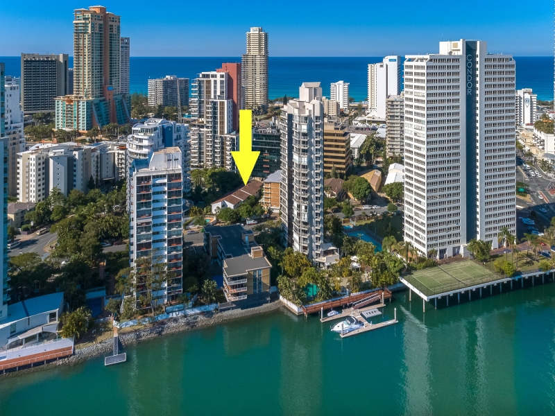 IMMACULATE TOP FLOOR UNIT IN THE POPULAR BUDDS BEACH, SURFERS PARADISE!