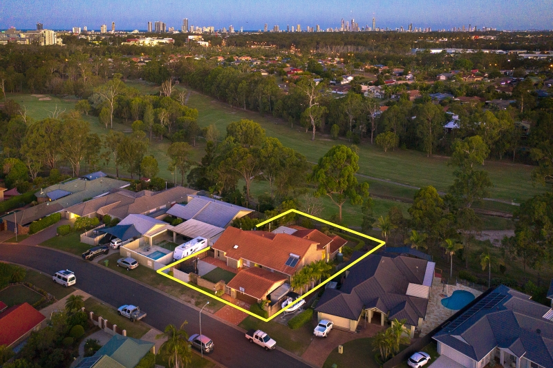 STUNNING HOME IN GOLF COURSE PRECINCT