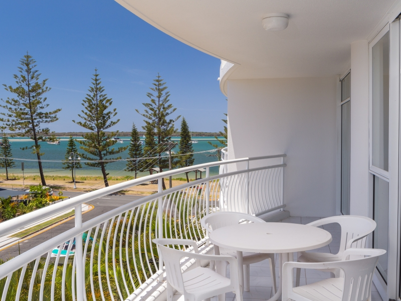RENOVATED, FULLY FURNISHED & DIRECT BROADWATER VIEWS!