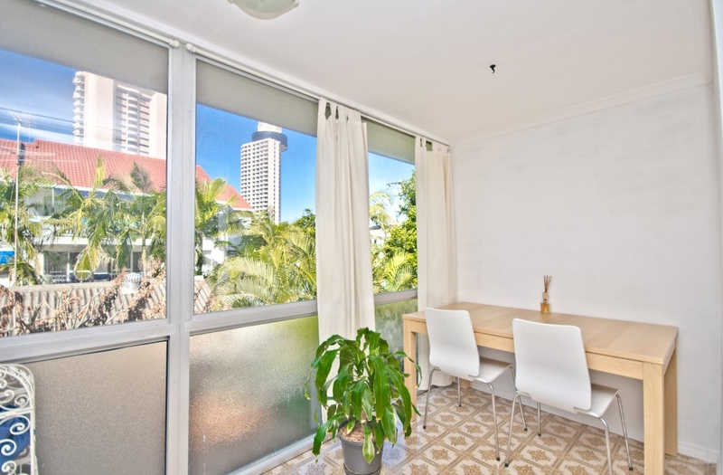 SPACIOUS SURFERS PARADISE UNIT!