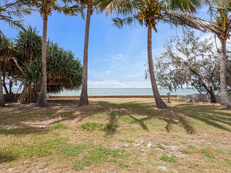 BEACHMERE BEACHFRONT - OCEAN AND WHITE SAND AT YOUR DOOR STEP AND VIEWS FOREVER!