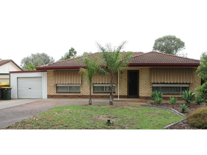 3 bedroom family home with sparkling pool