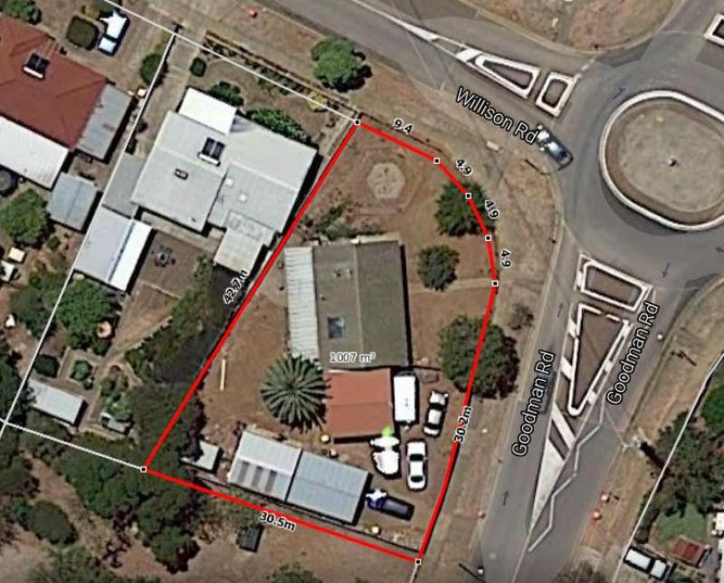 Great home or subdivision site 1007 m2 corner block