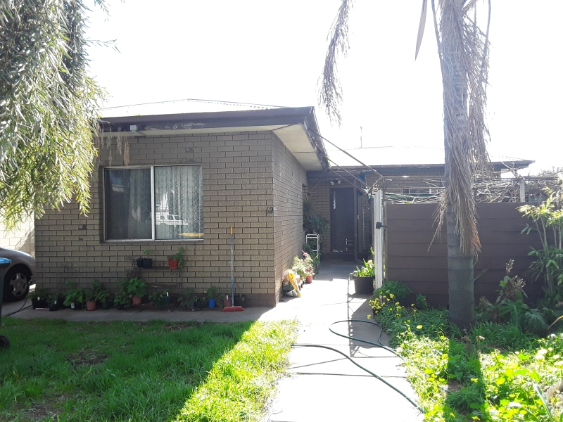 Business Opportunity , Residence with Dual Access!