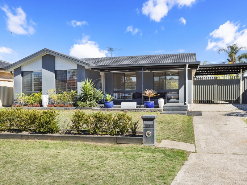 Beautiful, Good as New, Still affordable... Family Home