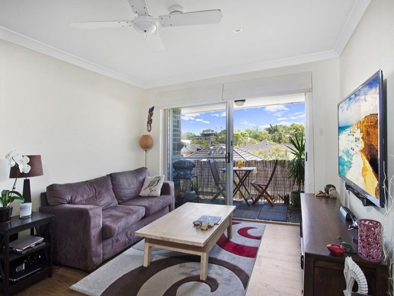 Stylish, Spacious, Sun Drenched Apartment